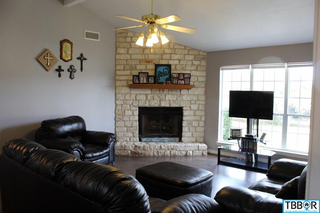 1040 W Davilla, Bartlett TX 76511 - Photo 1