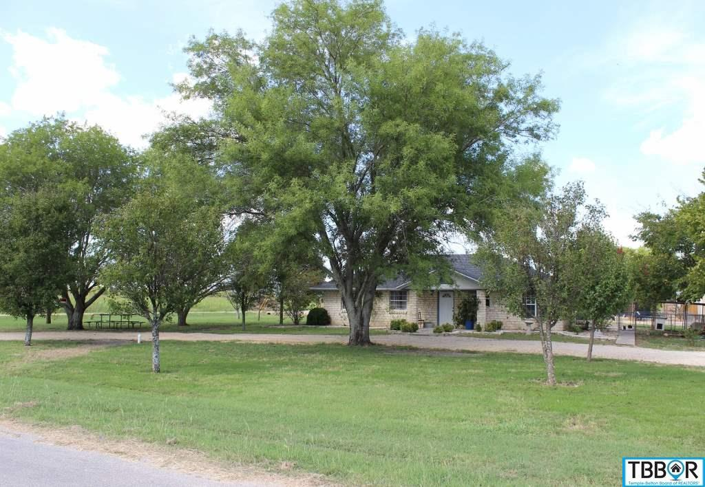 1040 W Davilla, Bartlett TX 76511 - Photo 2