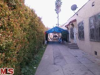 1424 Meadowbrook Avenue, Los Angeles CA 90019 - Photo 1