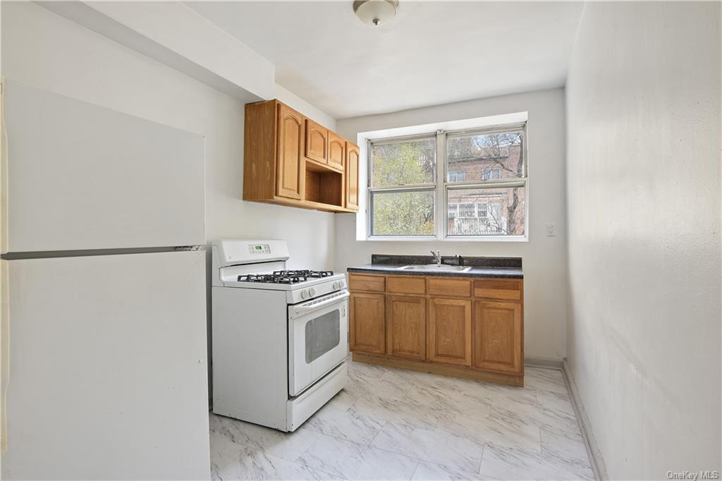 117 W Van Cortlandt Avenue, Bronx NY 10463 - Photo 1