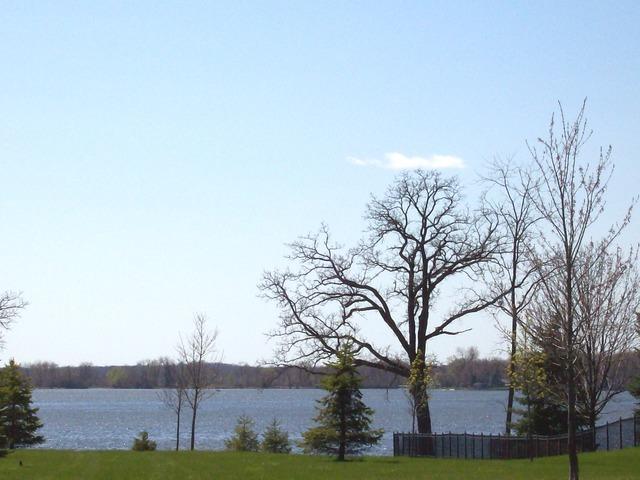 1137 Oak Point Court, Antioch IL 60002 - Photo 2