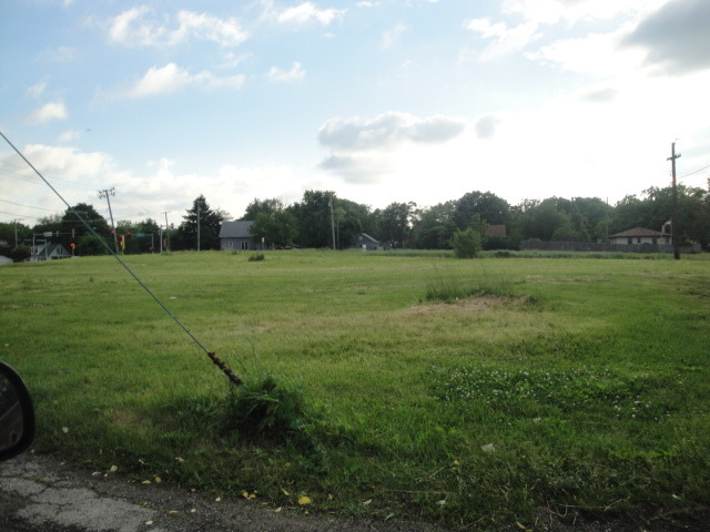 1607 Maple Road, Joliet IL 60432 - Photo 2