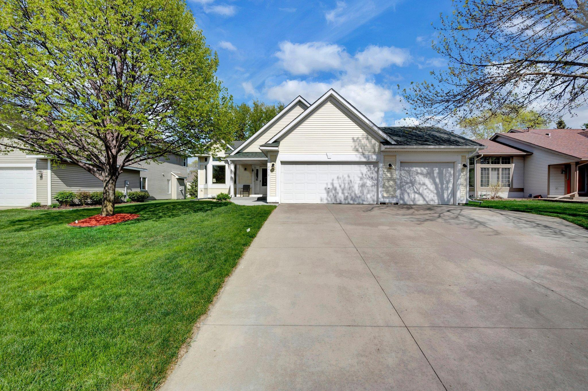 2413 Homestead Avenue N, Oakdale MN 55128 - Photo 2