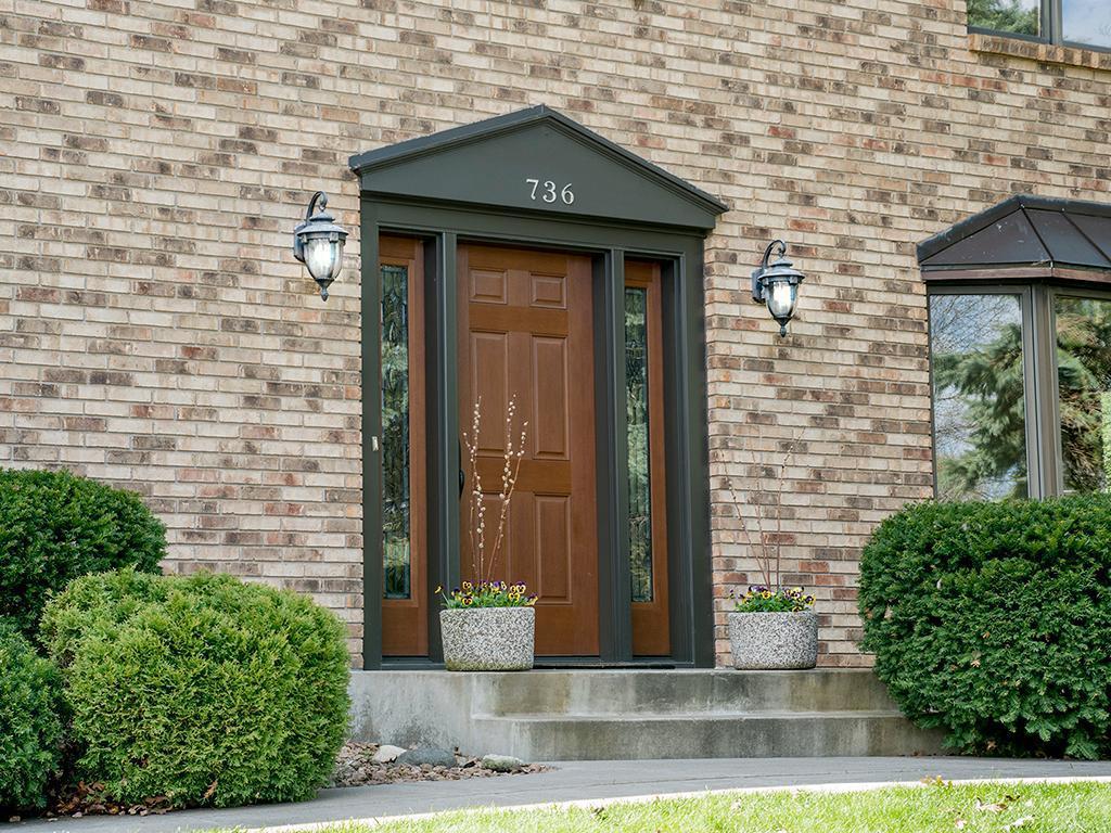 736 Knollwood Court, Mendota Heights MN 55118 - Photo 2