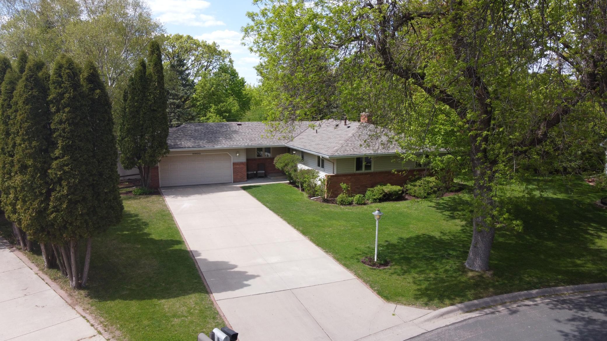 10800 Hayes Drive, Burnsville MN 55337 - Photo 2