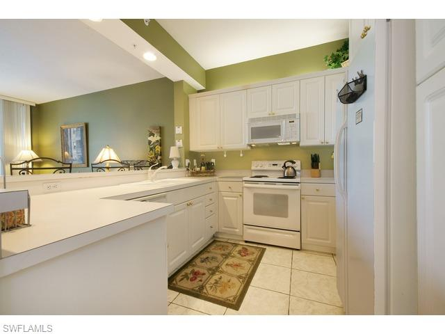 460 Launch Cir # 202, Naples FL 34108 - Photo 2