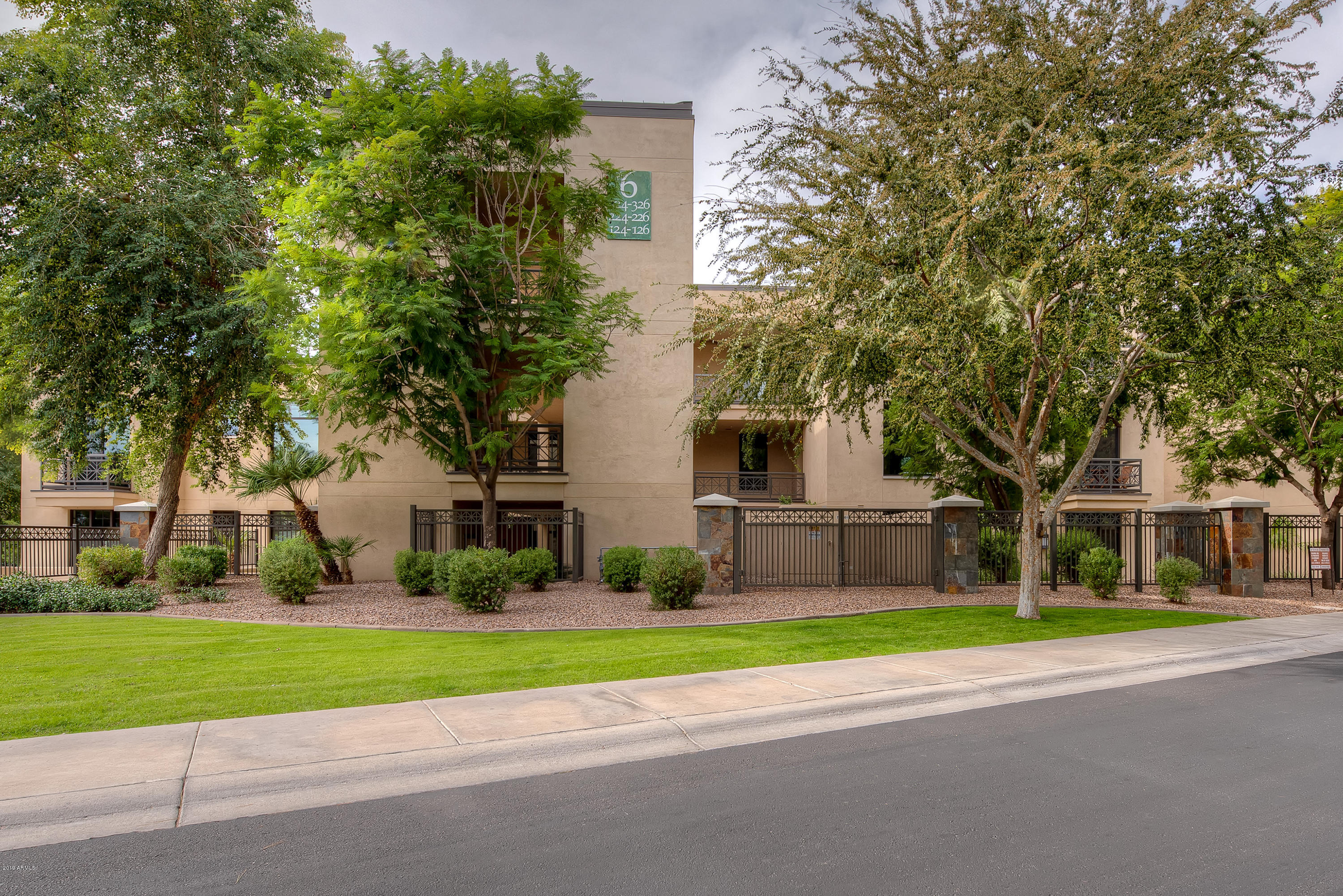 8 Biltmore Estate, Unit 324, Phoenix AZ 85016 - Photo 1