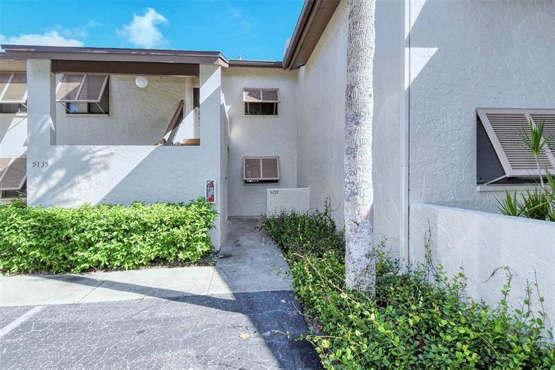 5133 Willow Links #11, Sarasota FL 34235