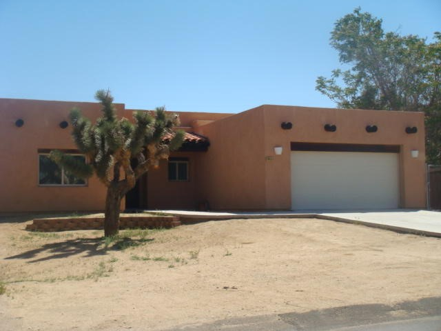 7413 Apache Trail, Yucca Valley CA 92284 - Photo 2