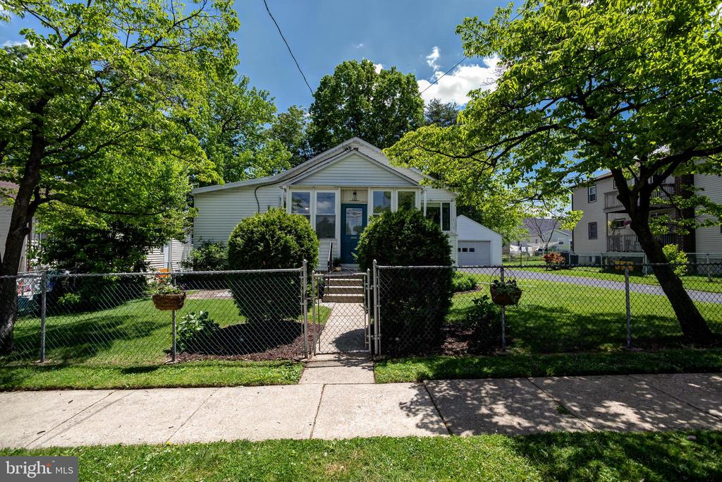 722 Rively Avenue, Darby PA 19023 - Photo 1