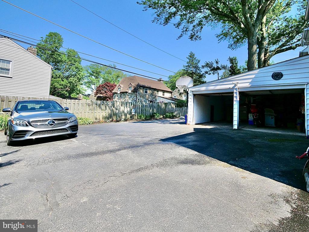 1021 Edmonds Avenue, Drexel Hill PA 19026 - Photo 2