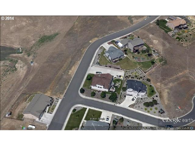 735 Nw 23rd St, Pendleton OR 97801 - Photo 2