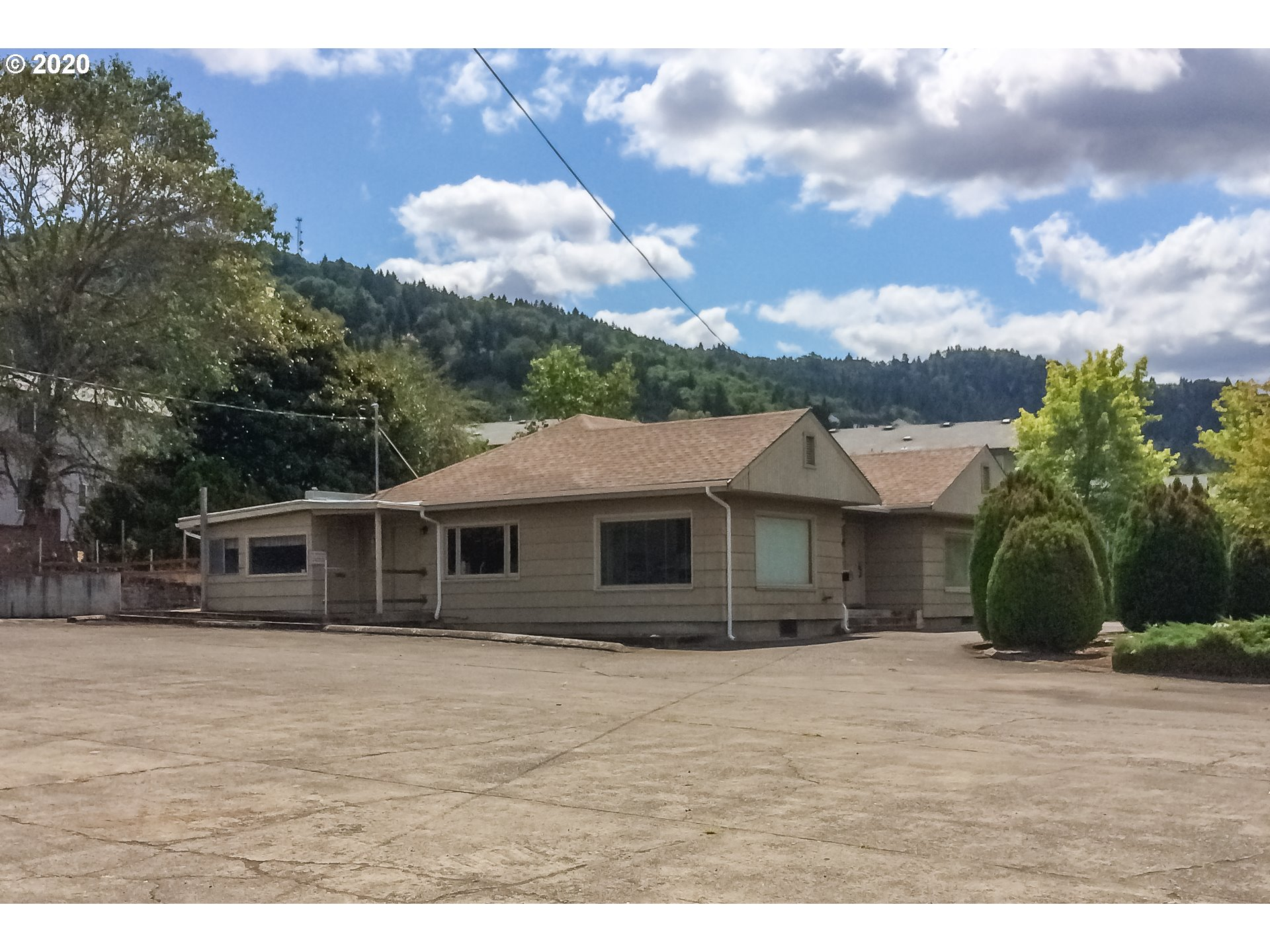 859 W Lookingglass Rd, Roseburg OR 97471 - Photo 2